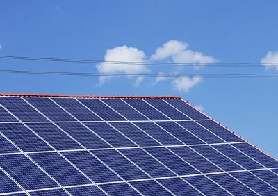 Photovoltaik-Anlage_by_lichtkunst.73_pixelio.de